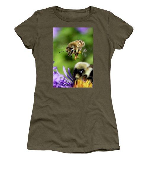 Bee In Flight  Women's T-Shirt
