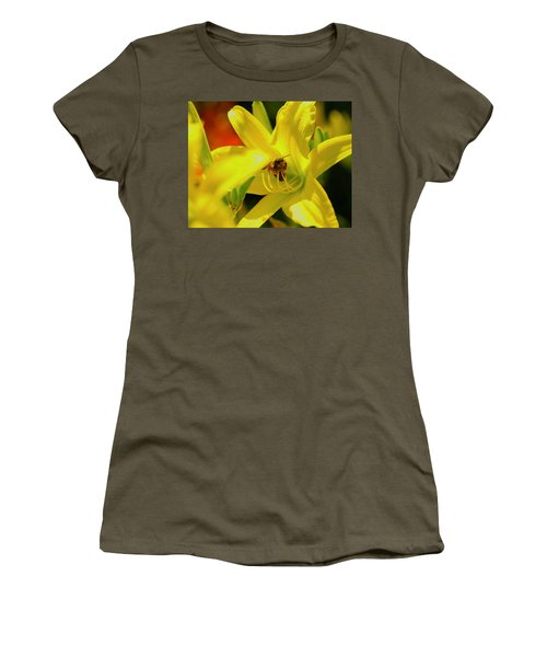 Bee On Yellow Lilly Women's T-Shirt (Athletic Fit)