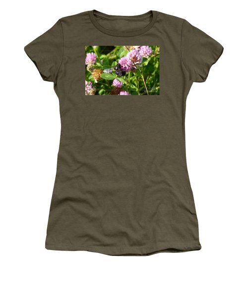 Black Bee On Small Purple Flower Women's T-Shirt (Athletic Fit)