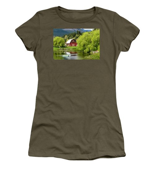 Brinnon Washington Barn Women's T-Shirt (Athletic Fit)