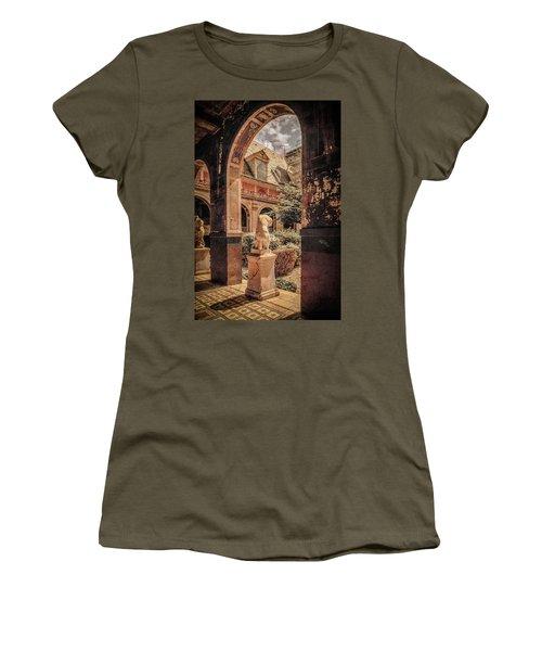 Paris, France - Courtyard East - L'ecole Des Beaux-arts Women's T-Shirt