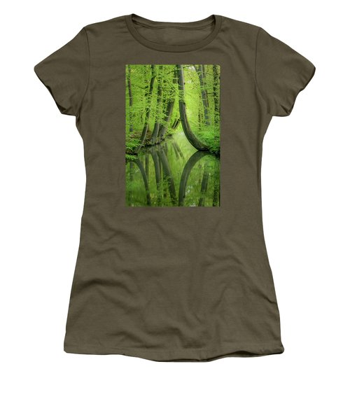 Curved Trees Women's T-Shirt