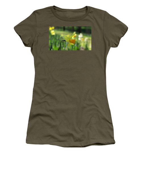 Daffodil Side Profile Women's T-Shirt (Athletic Fit)