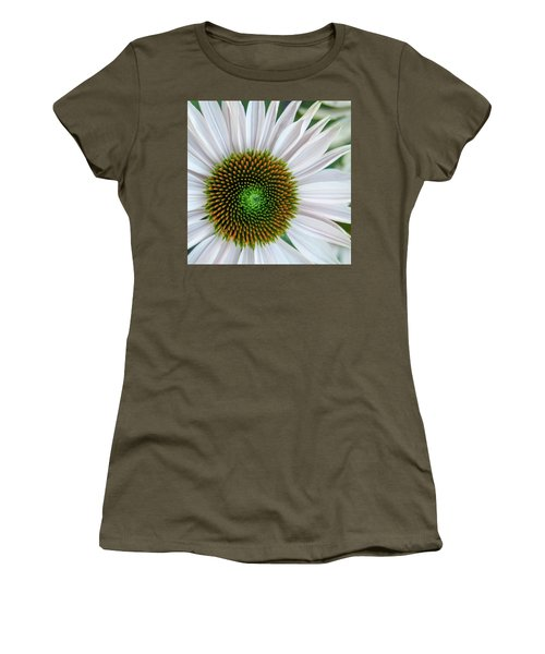 Daisy Center Women's T-Shirt (Athletic Fit)