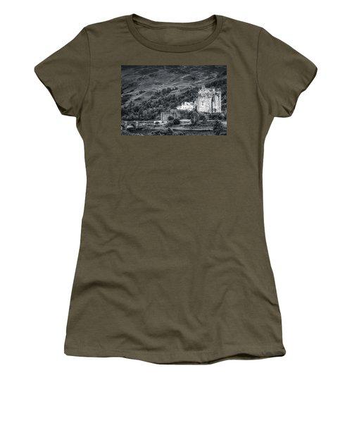 Eilean Donan Castle, Dornie, Kyle Of Lochalsh, Isle Of Skye, Scotland, Uk Women's T-Shirt