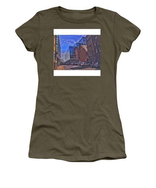 •eye Women's T-Shirt