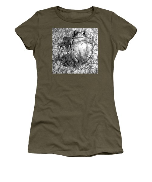 Gregoree The Stranded Frog Women's T-Shirt