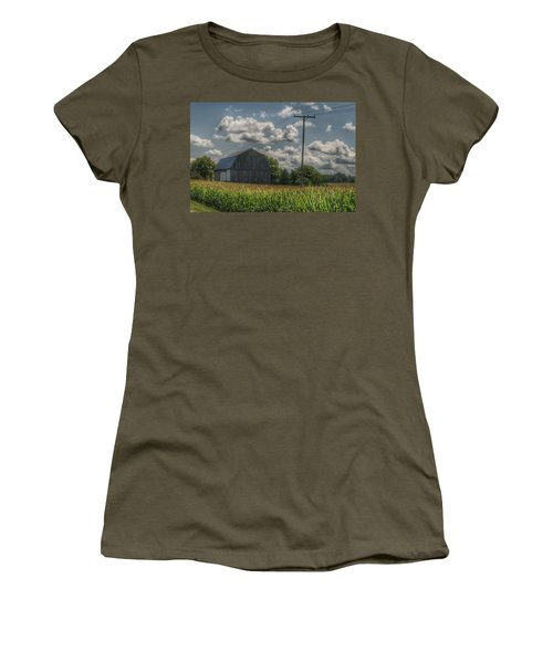 0013 - Grey Barn In A Cornfield Women's T-Shirt