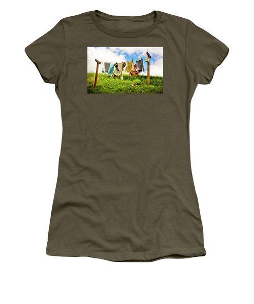 Hobbit Clothesline Women's T-Shirt