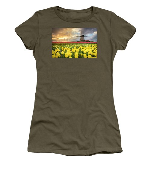 Holland Windmill Women's T-Shirt (Athletic Fit)