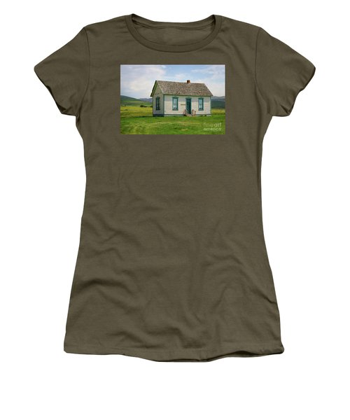 Honeymoon  Cabin Women's T-Shirt (Athletic Fit)