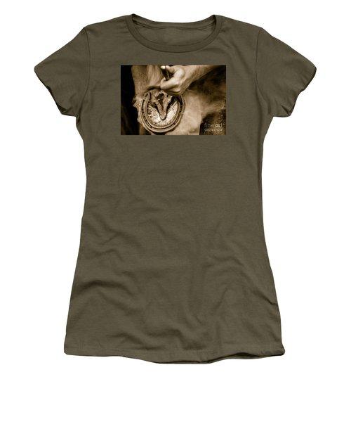 Horsehoe Fitting Women's T-Shirt