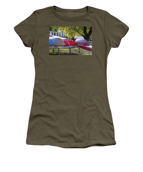 I Believe I'll Go Canoeing Women's T-Shirt (Athletic Fit)