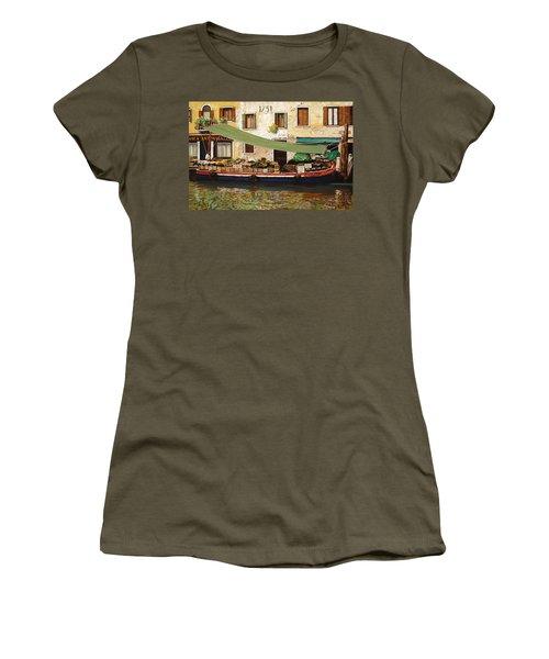 il mercato galleggiante a Venezia Women's T-Shirt