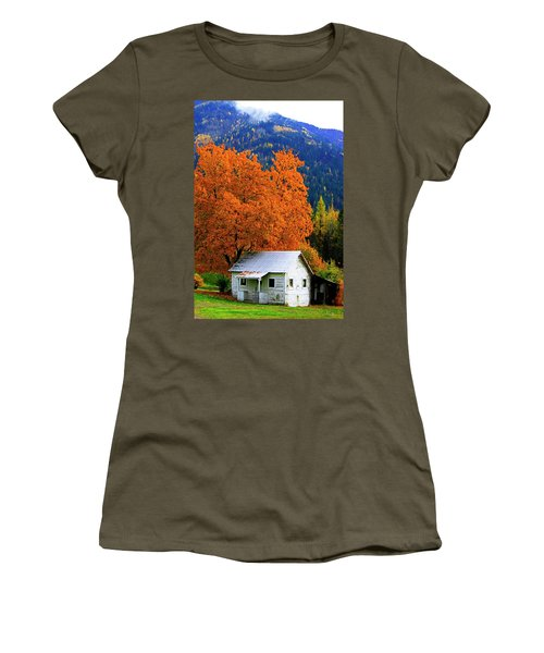 Kootenay Autumn Shed Women's T-Shirt (Athletic Fit)