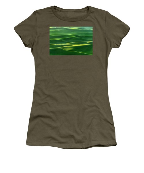 Land Waves Women's T-Shirt (Athletic Fit)