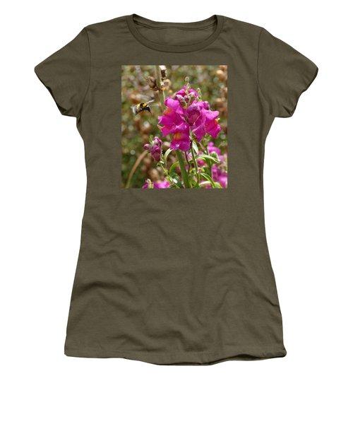 Landing Bumblebee Women's T-Shirt