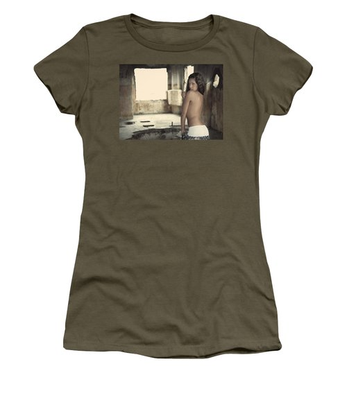 Linda's Seduction Women's T-Shirt