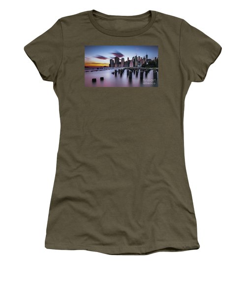 Lower Manhattan Purple Sunset Women's T-Shirt