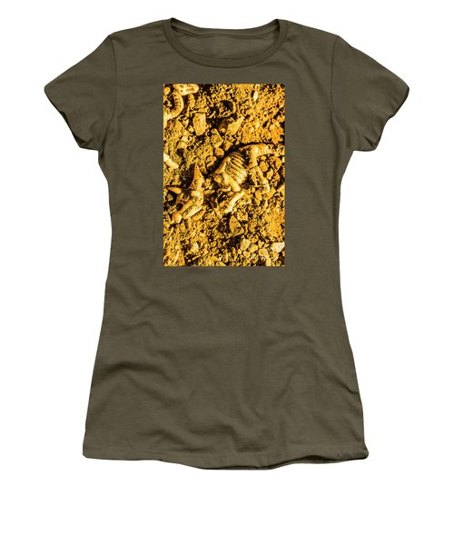 Modelling A Triceratops Fossilised Recovery Women's T-Shirt