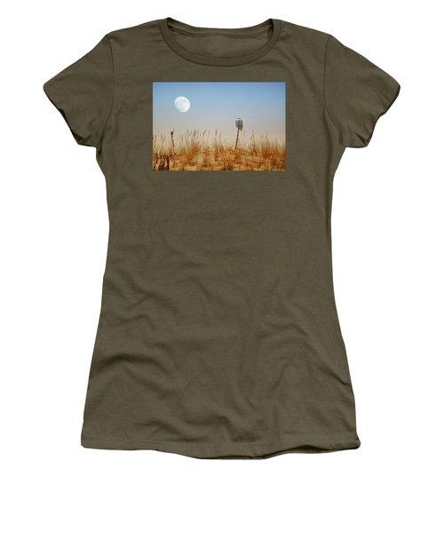 Moon Rise Snowy Owl Women's T-Shirt