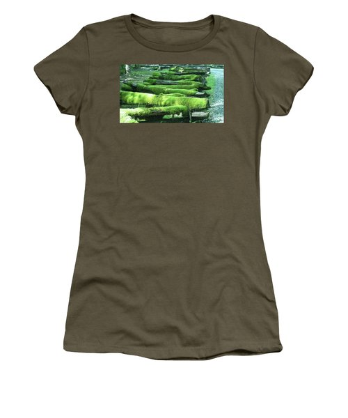 Mossy Fence Women's T-Shirt (Athletic Fit)