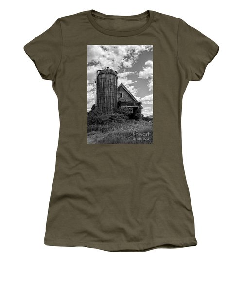 Old Ely Vermont Barn Women's T-Shirt