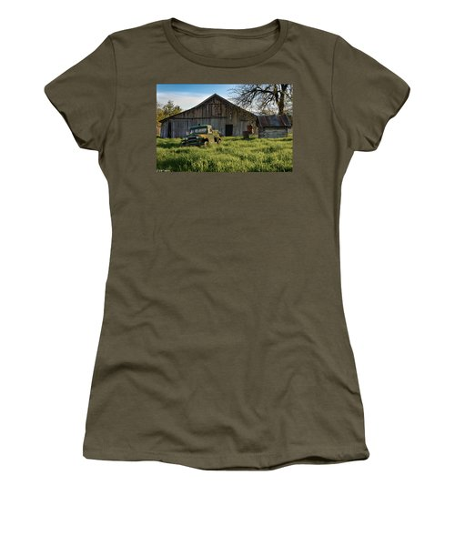 Old Jeep, Old Barn Women's T-Shirt