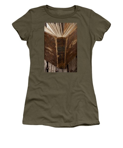 Old Shakespeare Book Women's T-Shirt