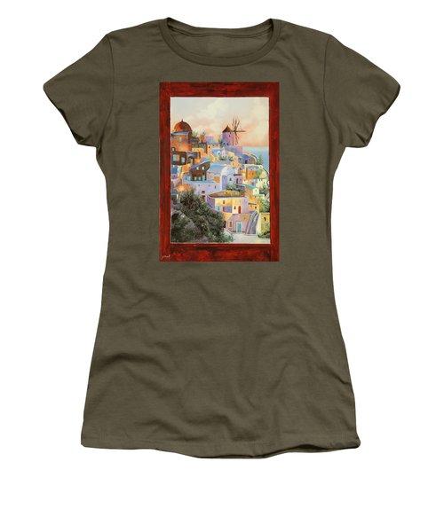 oltre la finestra il mulino a Santorini Women's T-Shirt