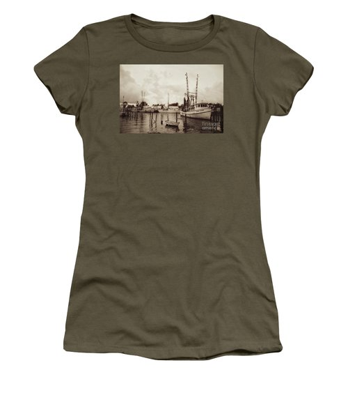 Women's T-Shirt (Junior Cut) featuring the photograph Oriental Harbor by Benanne Stiens