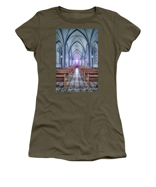 Prayer Arising Women's T-Shirt