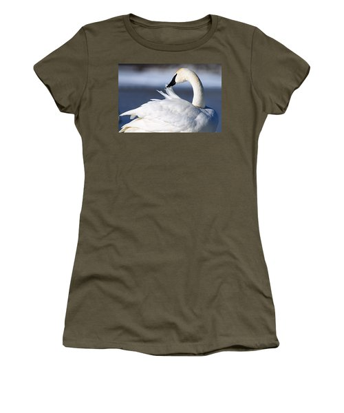 Preening Women's T-Shirt