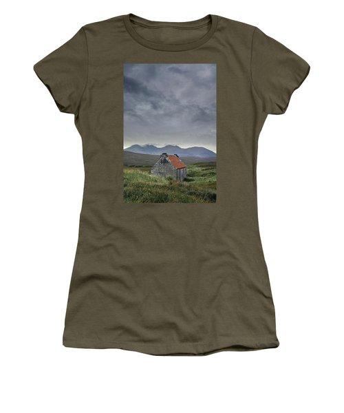 Red Roofed Bothy Women's T-Shirt