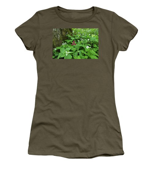 Red Trillium At Center Women's T-Shirt (Junior Cut) by Alan Lenk
