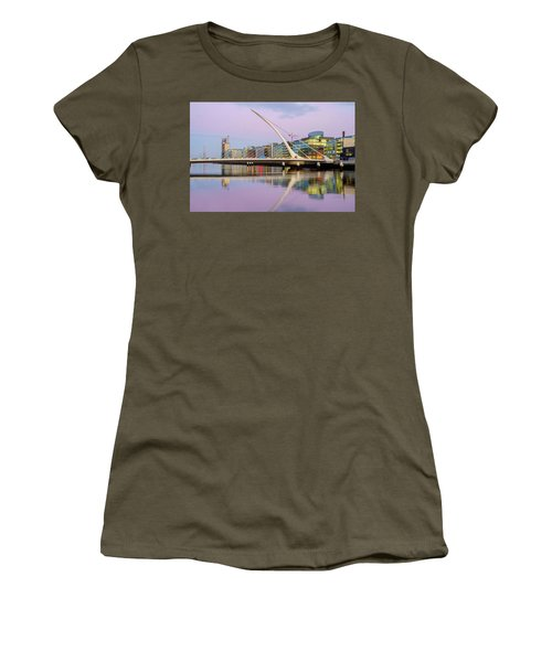 Samuel Beckett Bridge At Dusk Women's T-Shirt