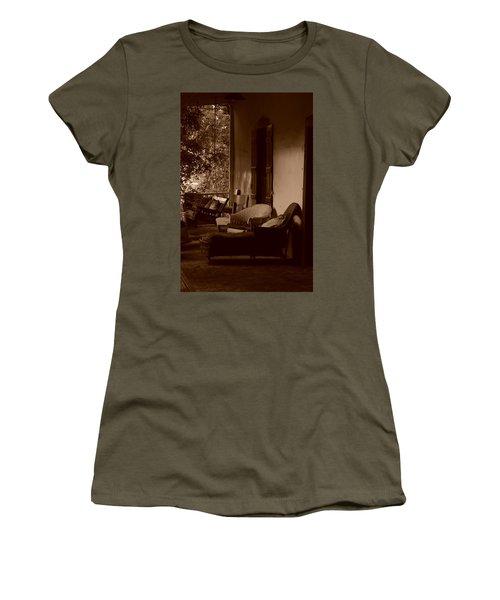 Santa Fe Porch Women's T-Shirt (Athletic Fit)