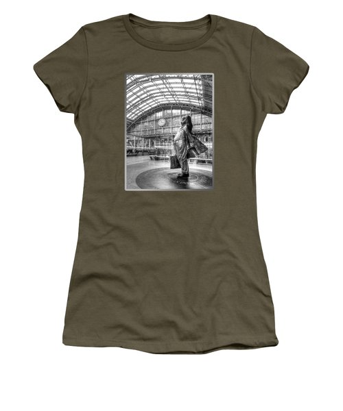 Sir John Betjeman Statue And Clock At St Pancras Station In Black And White Women's T-Shirt