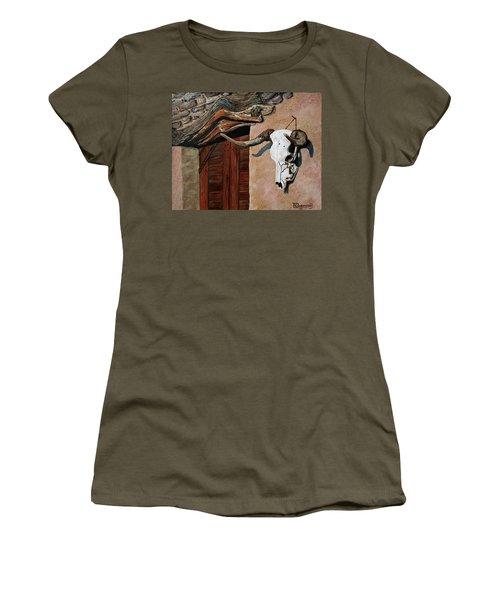 Skull En La Casa Women's T-Shirt (Athletic Fit)