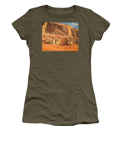 Smiths Cabin  Women's T-Shirt