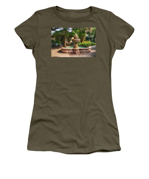 Spanish Fountain Women's T-Shirt (Athletic Fit)