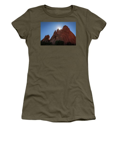 Standstone Sunburst - Garden Of The Gods Colorado Women's T-Shirt (Athletic Fit)