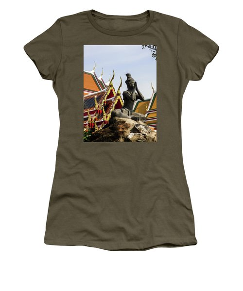 Statue At Famous Wat Pho Temple Women's T-Shirt