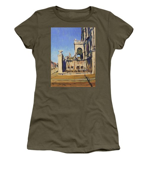 Sunset Cityhall Maastricht Entrance Women's T-Shirt (Athletic Fit)