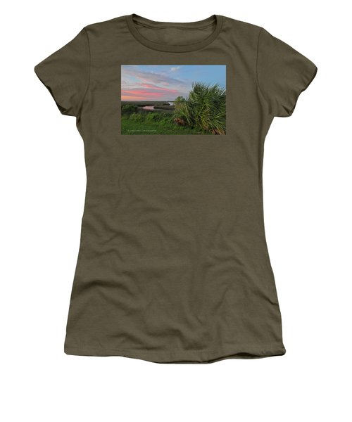 D32a-89 Sunset In Crystal River, Florida Photo Women's T-Shirt