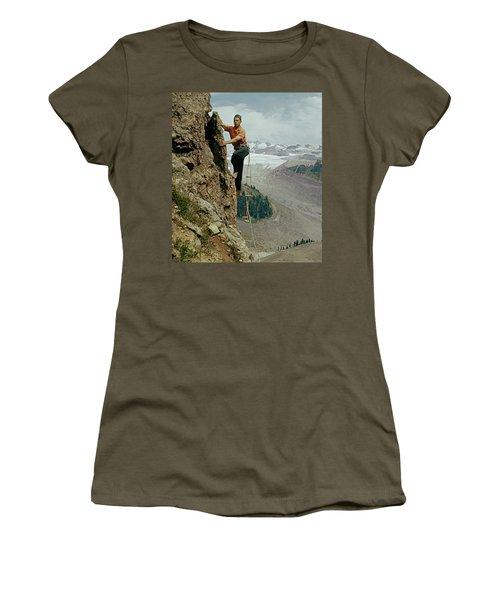 T-902901 Fred Beckey Climbing Women's T-Shirt