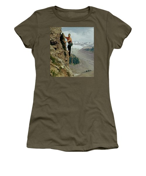 T-902901 Fred Beckey Climbing Women's T-Shirt