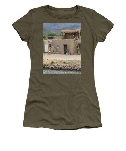 Taos Pueblo Adobe House With Pots Women's T-Shirt