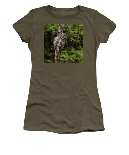 The Captivating Great Grey Owl Women's T-Shirt (Junior Cut) by Yeates Photography