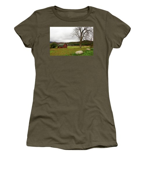 The Old Barn With Tree Women's T-Shirt (Athletic Fit)